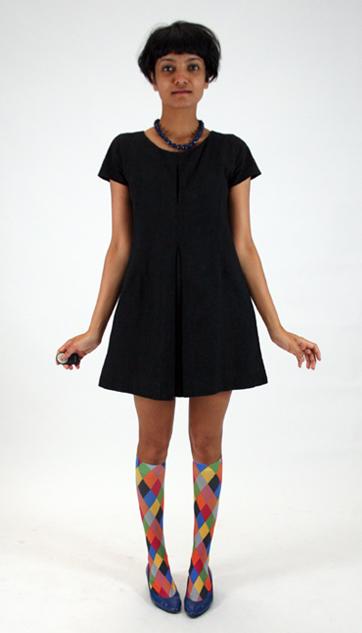 vestido negro basico lbd uniform project botones detrás